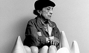 est mort à 98 ans l'artiste français Louise Bourgeois
