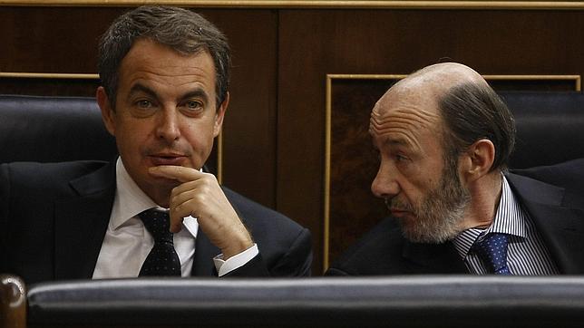 Malestar de Zapatero con Rubalcaba y Chacón por acelerar la sucesión