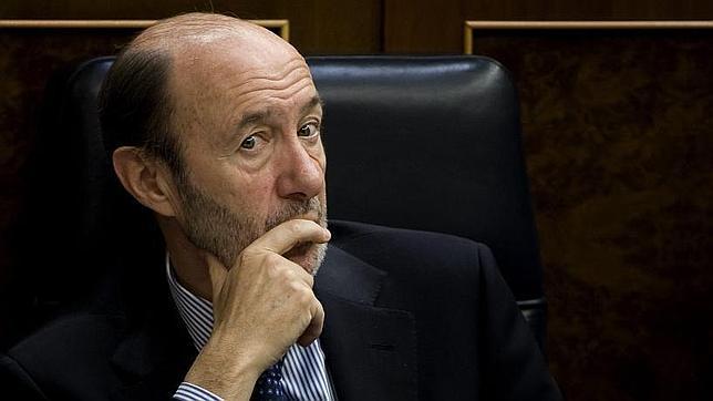 El PP ataca a Rubalcaba por la economía, su flanco más débil