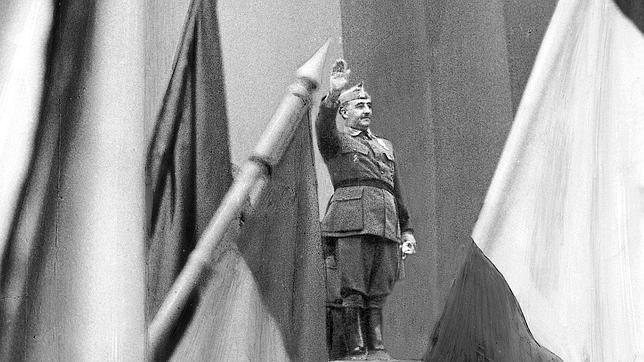 «¿Totalitario o autoritario? Franco fue por encima de todo un superviviente»