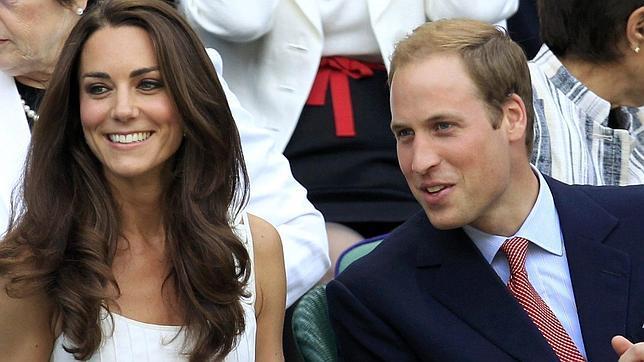 El Príncipe Guillermo Y Su Esposa Catalina Disfrutan En La Central De Wimbledon