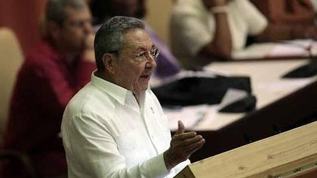 Raúl Castro y «la tarjeta blanca» que nunca llega