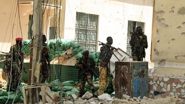 Los islamistas se van de la capital somalí