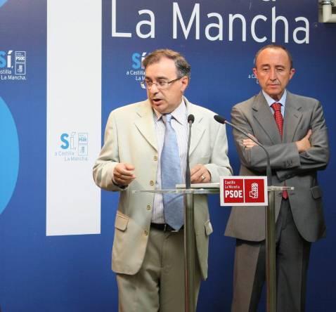 El Defensor del Pueblo que suprimirá Cospedal abre una queja de oficio por la deuda de la Junta a las farmacias