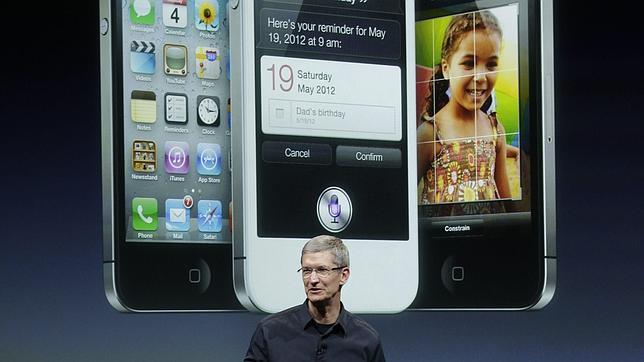 El sucesor de Jobs presenta un iPhone con pocas novedades