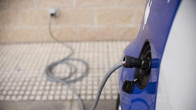 La industria del automóvil idea un sistema común de carga para el coche eléctrico