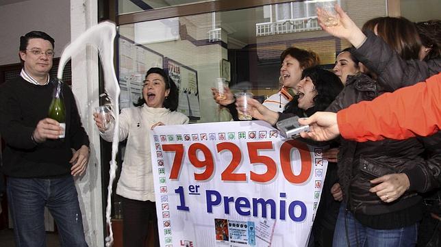 Soria, la que más gasta en Lotería de Navidad y Palencia, la más afortunada