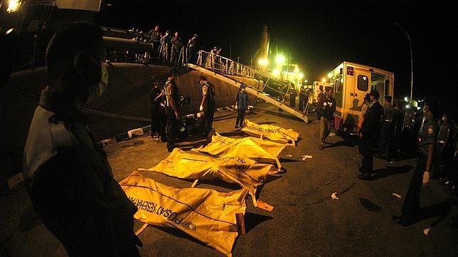 Elevan a 88 los cadáveres recuperados tras un naufragio en Indonesia