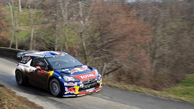 Loeb es más líder en el rally de Montecarlo tras ampliar su ventaja en medio minuto