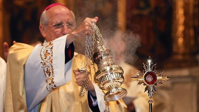 Un trozo de hábito manchado de sangre de Juan Pablo II permanece como reliquia en la catedral de Ávila