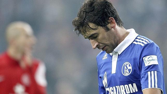 Los empates de Bayern y Schalke dejan líder al Dortmund