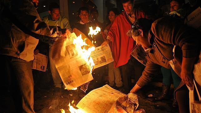 Panamá concede asilo al director del diario ecuatoriano «El Universo»