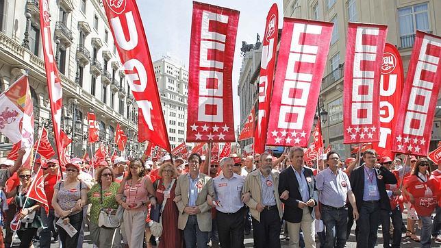 Miles de personas exigen «corregir» la reforma laboral
