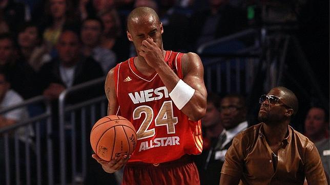 Wade se disculpa con Kobe Bryant por fracturarle el tabique nasal