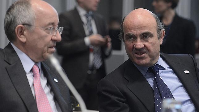 Bruselas confía en que los presupuestos permitirán a España reducir el déficit al 5,3%
