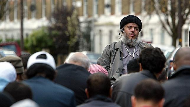Un tribunal británico declara culpable de robo a mano armada al hijo de Abu Hamza
