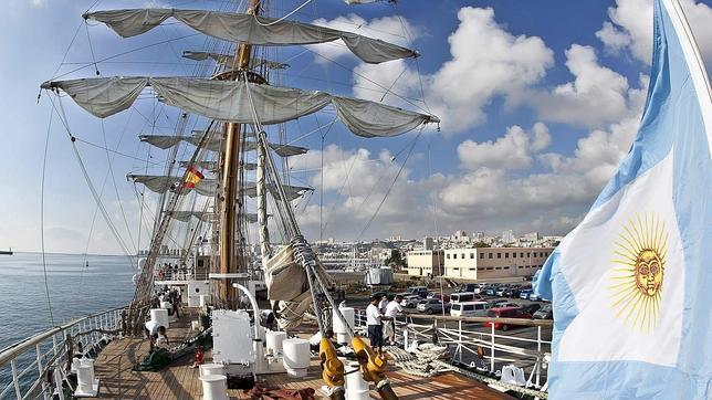 Argentina defiende a punta de fusil la fragata Libertad embargada en Ghana