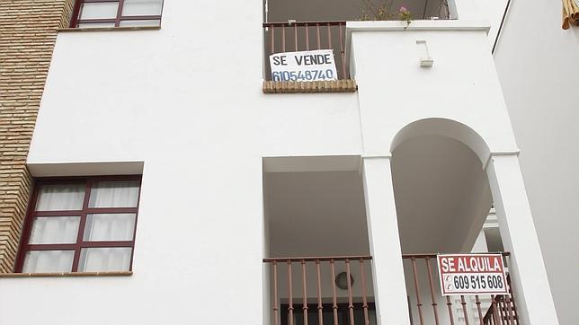 Extranjero, sin antecedentes penales y con dinero: bienvenido a España