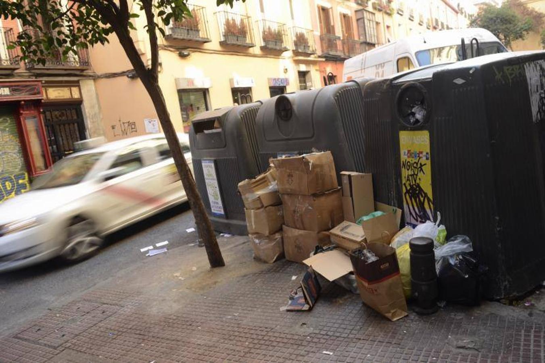 Incapaz de cumplir con su promesa de conseguir una ciudad más limpia, Manuela Carmena ha optado por negar la evidencia