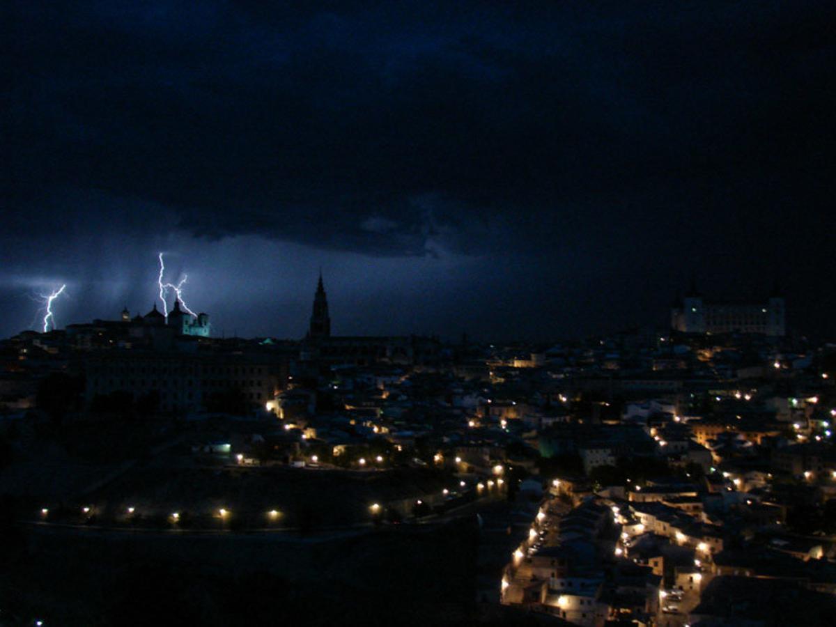 La ciudad de Toledo bajo una tormenta en 2004