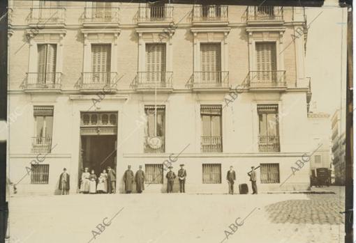 Madrid, febrero de 1898. El consulado de Estados Unidos en Madrid, custodiado por la Guardia Civil, tras la explosión del Maine en la Habana.