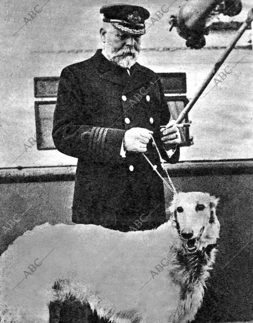 Smith, capitán del Titanic, con su perro