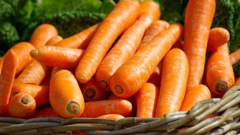 Cómo la zanahoria te ayudará a fortalecer tus uñas y pelo