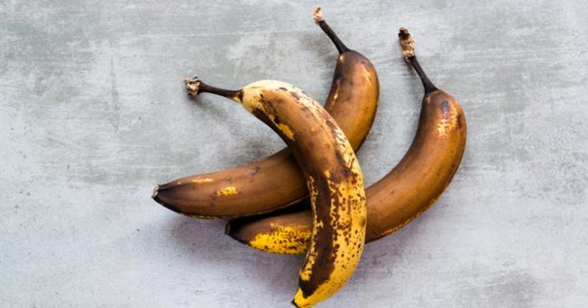 Por qué no debes tirar los plátanos maduros: trucos para aprovecharlos