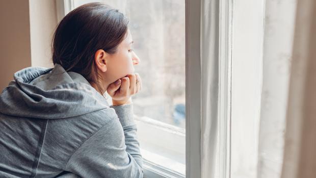 Miedo a salir a la calle: qué es el síndrome de la cabaña y a ...