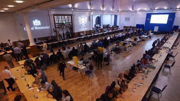Arranca el recuento en un centro de votación de Londres