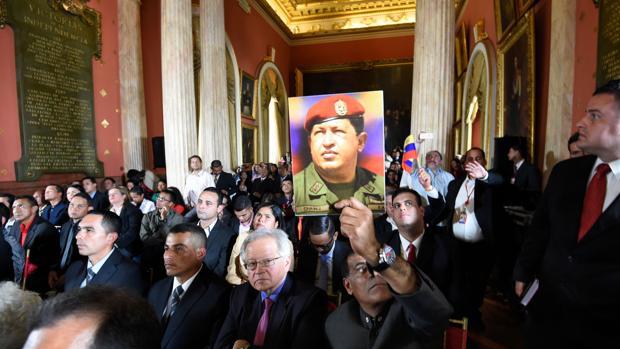 Miembros de la Asamblea Constituyente, durante la inauguración en el Palacio Legislastivo