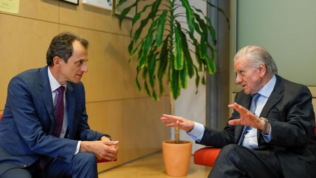 El ministro (izquierda) se ha reunido hoy con el director del Centro Nacional de Investigaciones Cardiovasculares Carlos III (CNIC), Valentín Fuster (d)