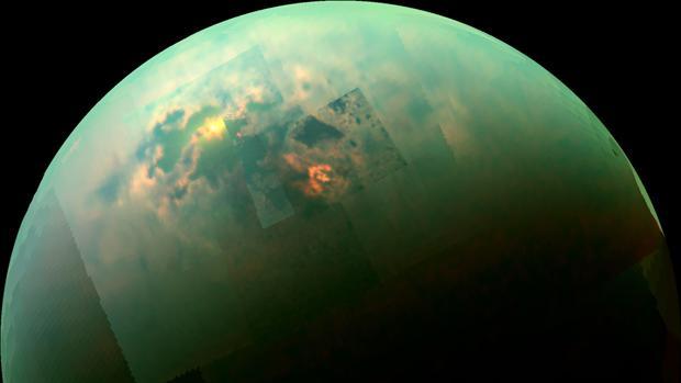 El Sol brilla en los mares del polo norte de Titán