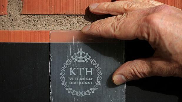 Un primer plano de la madera transparente creada