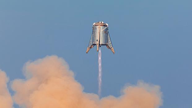 El prototipo de SpaceX, Starhopper, se elevó en los cielos de Texas este martes