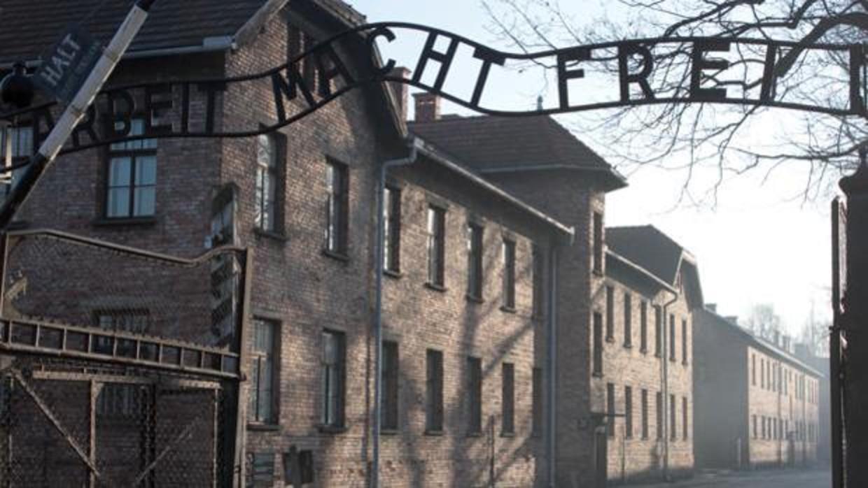 Zyklon B, el desinfectante americano usado por los nazis para exterminar a seres humanos
