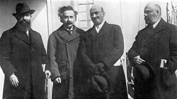 Chaim Weizmann, en el centro, a la derecha de Albert Einstein, en el año 1921