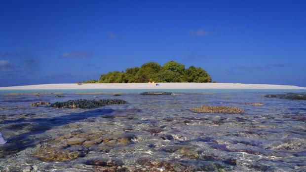 Los atolones y las islas, como el atolón Huvadhoo (foto), en Maldivas, podrían sufrir un mayor estrés ambiental durante el aumento del nivel del mar y las tormentas causadas por el cambio climático. Comprender cómo las arenas los protegen es una parte importante de la mitigación y la gestión