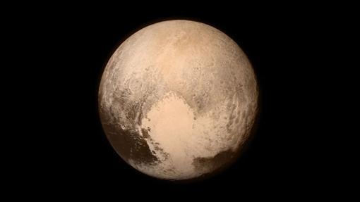 En color más claro, el «corazón» de Plutón. En su «ventrículo» izquierdo, el área Sputnik Planitia