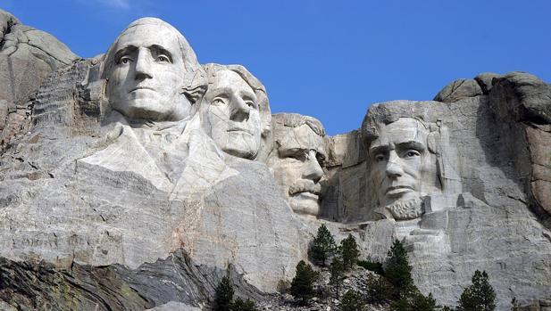 De izquierda a derecha: George Washington, Thomas Jefferson, Theodore Roosevelt y Abraham Lincoln, en el monumento nacional del Monte Rushmore, en Dakota del Sur (EE.UU.)