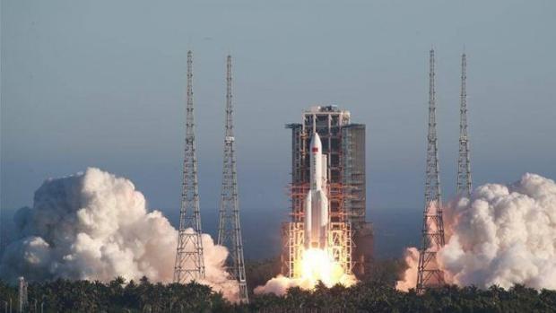 Los restos de un cohete gigante chino están cayendo a la Tierra de forma  incontrolada