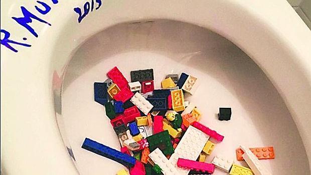 Así protestó el artista chino en 2015 cuando Lego se negó a venderle sus piezas