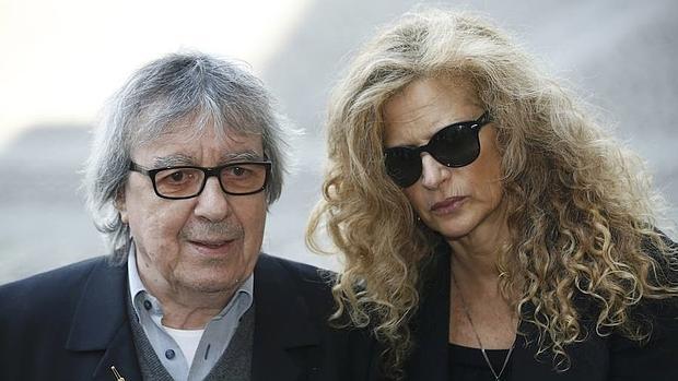 Bill Wyman y su mujer, Suzanne Acosta, el pasado fin de semana en la boda de Rupert Murdoch