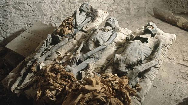 Las tres momias encontradas en la tumba KV35