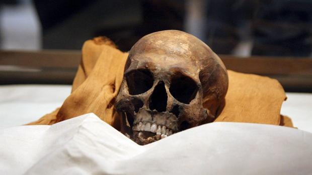 Momia del faraón Akenatón, después de que fuera posible su identificación gracias a las pruebas de ADN en 2010