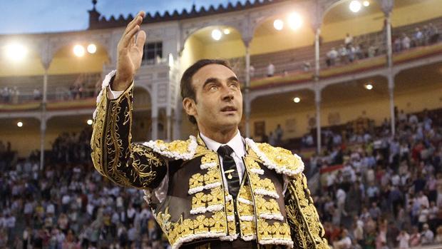 Enrique Ponce, a hombros en Las Ventas