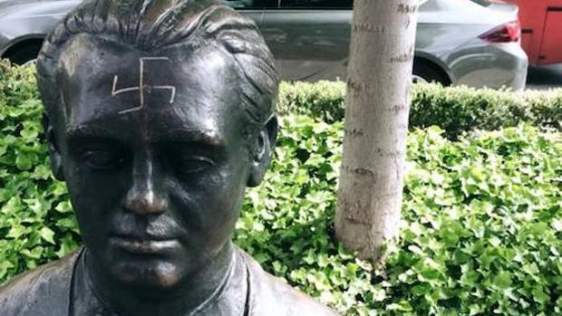 La estatua de Lorca en Granada, vandalizada