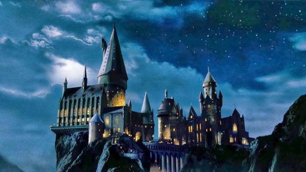 La escuela de magia y hechicería Hogwarts