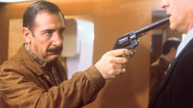Alfredo Landa fue el detective Germán Areta en «El crack» (1981), una de las mejores películas de Garci