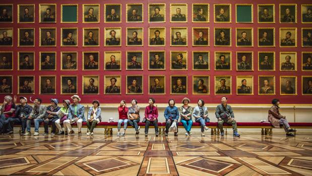 Interior del Hermitage, fotografiado por Ballester para «Encuentros»
